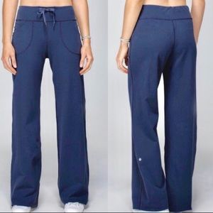 Loose Fit Still Pants with Drawstring Waist